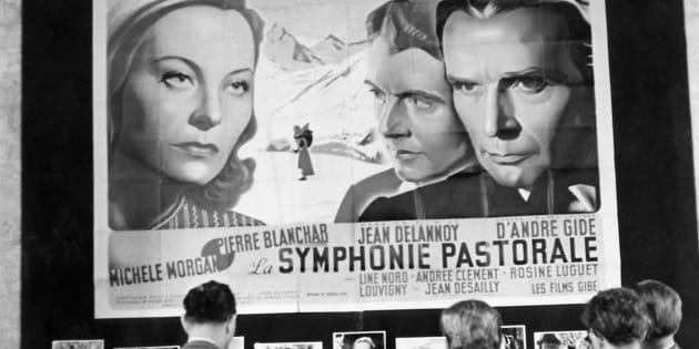 """L'affiche du film """"La Symphonie Pastorale"""" avec Michèle Morgan, réalisé par Jean Delannoy d'après un roman d'André Gide, photo du 19 août 1949."""