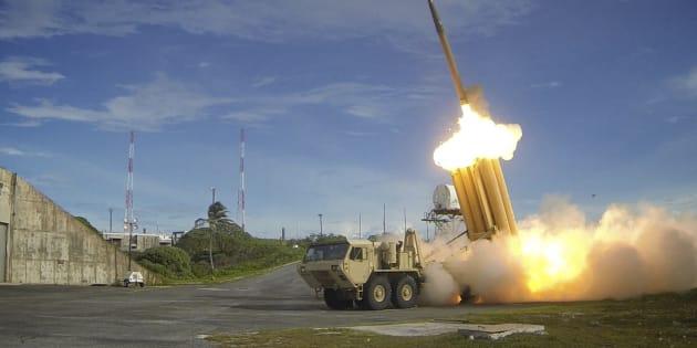 Un intercepteur du THAAD, le système américain de défense contre les missiles balistiques, est lancé dans le cadre d'un test.