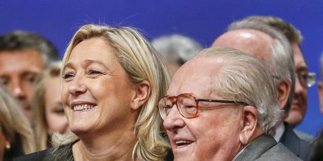 Jean-Marine Le Pen et Marine Le Pen au congrès national du Front national en novembre 2014.