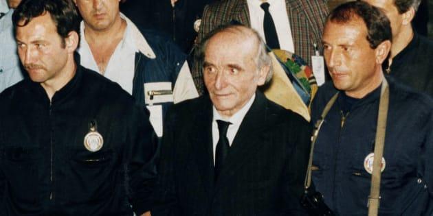 Klaus Barbie quitte la Cour d'Assises de Lyon le 11 mai 1987.