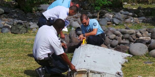 """Les recherches sous-marines pour retrouver le vol MH370 de la Malaysia Airlines sont suspendues. Un débris provenant """"avec certitude"""" de l'avion disparu avait été retrouvé en  juillet 2015 à la Réunion (ici en photo)."""