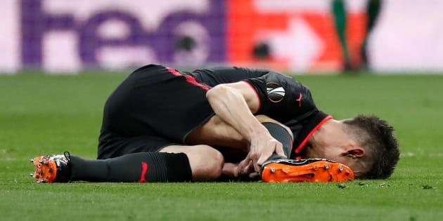 Laurent Koscielny après sa blessure lors d'Atlético Madrid-Arsenal le 3 mai 2018.