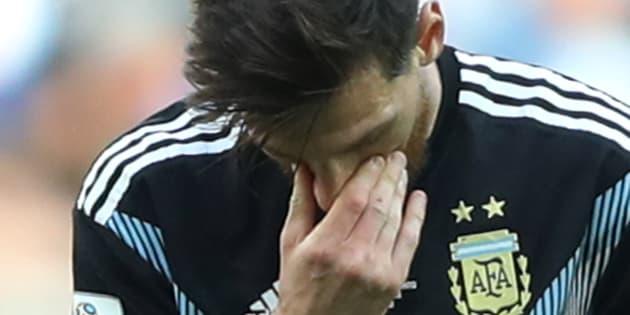 Messi desperdiçou pênalti e Argentina não passou de um empate com a Islândia.