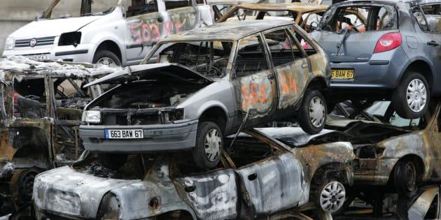 Des voitures brûlées pendant la nuit du Nouvel an à Strasbourg, le 1er janvier 2010