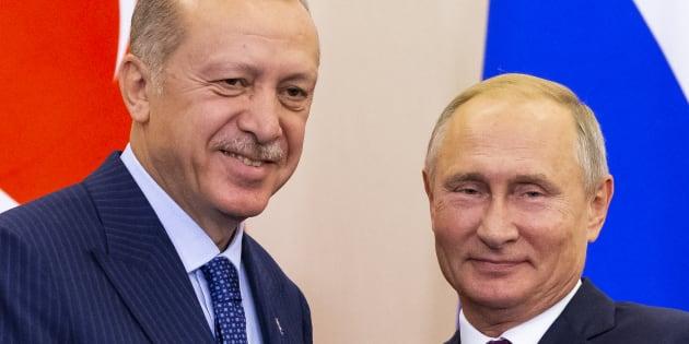Vladimir Putin y Recep Tayyip Erdogan, este lunes, reunidos en Sochi (Rusia).