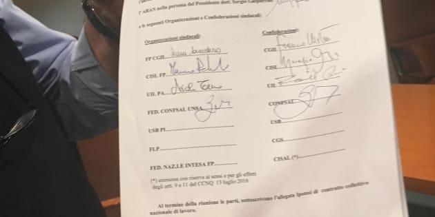 Contratto statali firmato l 39 accordo aumenti da 63 a 117 for Contratto 3 2