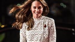 Le vent s'est amusé avec la robe de Kate Middleton sur le tapis