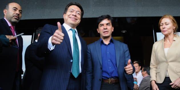 Jesús Ramírez (centro), vocero del equipo de transición del presidente electo Andrés Manuel López Obrador, acudió a la Cámara de Diputados para reunirse en privado con el grupo parlamentario de Morena, encabezado por el diputado Mario Delgado este 16 de octubre.