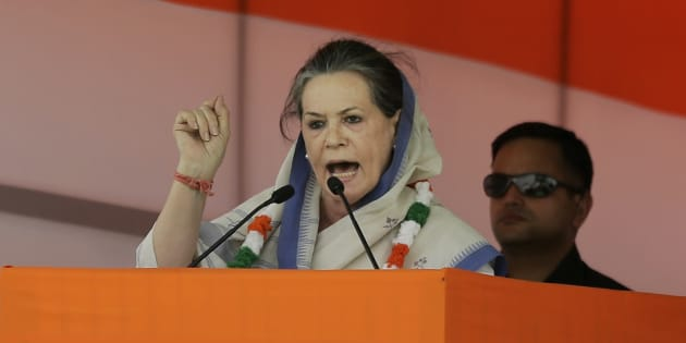 India's opposition Congress president Sonia Gandhi addresses a farmers rally in New Delhi, India, Sunday, April 19, 2015. Tens of thousands of flag-waving farmers rallied in India's capital on Sunday to protest the government's plan to ease rules for obtaining land for industry and development projects.(AP Photo/Altaf Qadri)