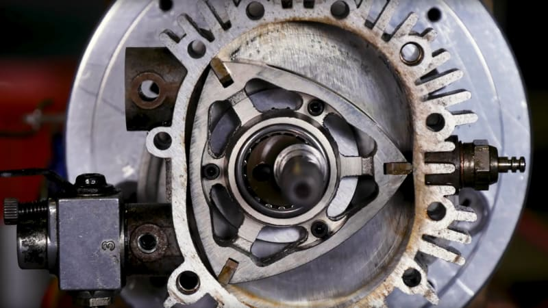 Video shows what happens when a rotary engine is running | Autoblog