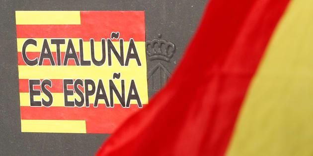 Manifestation des unionistes dans les rues de Barcelone pour répondre aux indépendantistes