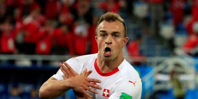 """Quel gesto simbolico dei """"kosovari"""" svizzeri per g"""