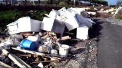 Mazzette per lo scarico illecito di rifiuti: tredici persone arrestate a Roma. Tre sono dipendenti