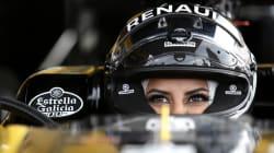 Cette pilote saoudienne fête le droit de conduire au volant d'une F1 au Grand Prix du