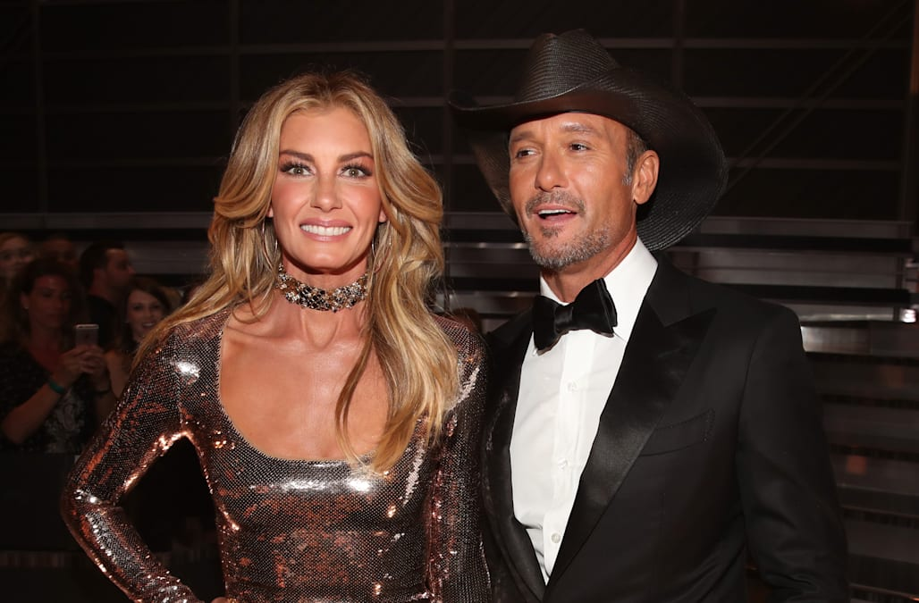 Faith hill sends sweet happy 50th birthday message to tim for How old are tim mcgraw and faith hill s kids