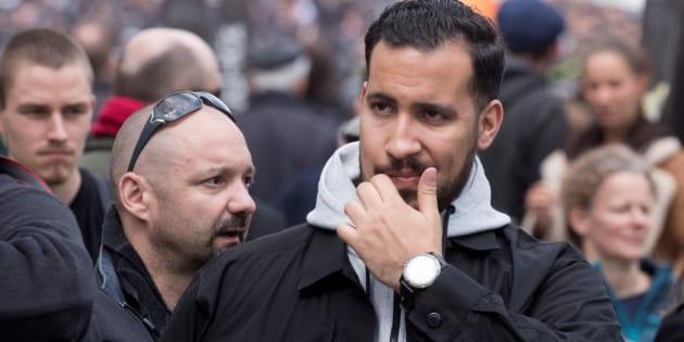 """Alexandre Benalla, ici avec Vincent Crase le 1er mai à Paris, a """"personnellement"""" négocié un contrat russe depuis l'Élysée, selon Mediapart."""