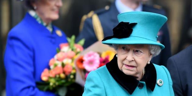 La regina elisabetta cambier camera da letto a buckingham for Quanto costa la corona della regina elisabetta