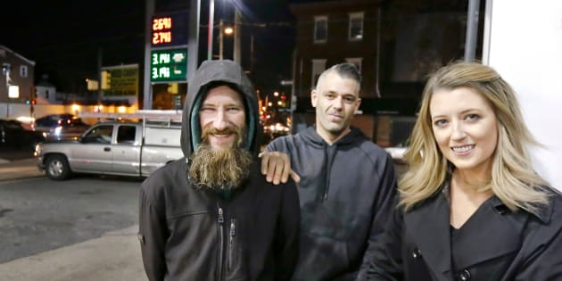 Les trois personnes ont inventé de toute pièce l'histoire selon laquelle Johnny Bobbitt Jr, un vétéran sans abri, avait donné son dernier billet de 20$ à Katelyn McClure pour qu'elle puisse acheter de l'essence après être tombée en panne sur l'autoroute.