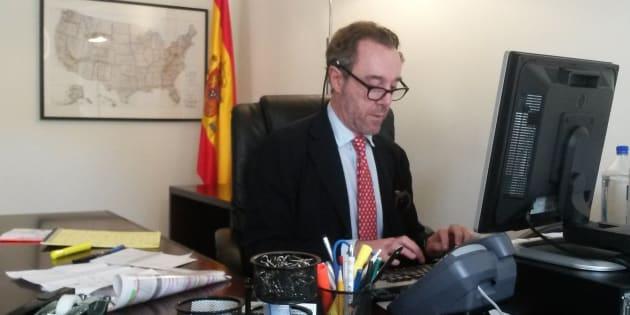 Enrique Sardá Valls, en el despacho que ocupaba en su etapa de Washington.