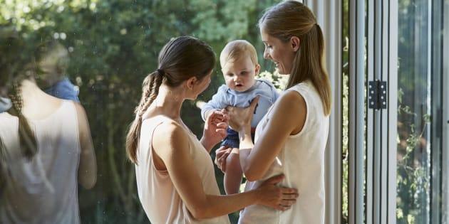 Pour avoir un enfant, les personnes homosexuelles ne privilégient plus l'adoption (Photo d'illustration)