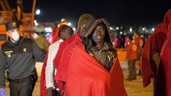 Rescatan una patera con 33 supervivientes y 11 cadáveres a bordo en