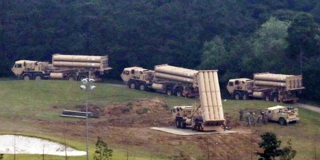 Dispositivos de interceptación del escudo antimisiles, llegando a la población de Seongju, en Corea del Sur.