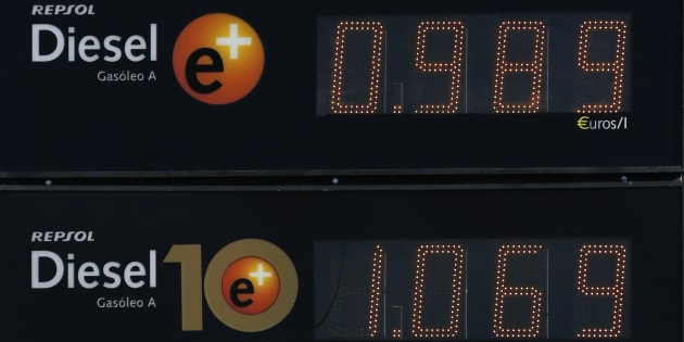 Un cartel de una gasolinera de Repsol en Sevilla.