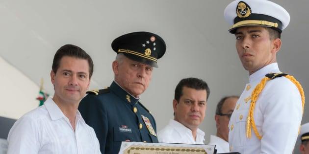 El presidente Enrique Peña Nieto encabezó la ceremonia de Graduación de Cadetes de la Heroica Escuela Naval Militar, Generación 2018, y también inauguró y recorrió el stand de tiro, la fosa de entrenamiento y la alberca.