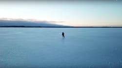 La vidéo de ce patineur sur un lac de l'Ontario est des plus