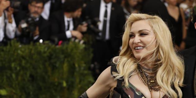 Madonna félicite les Français de ne pas juger la différence d'âge entre Emmanuel et Brigitte Macron