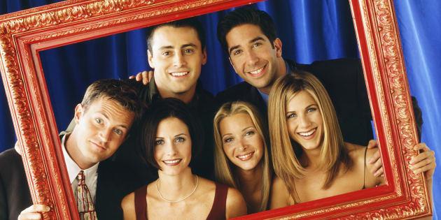 FRIENDS -- Pictured: (front l-r) Matthew Perry as Chandler Bing, Courteney Cox as Monica Geller, Lisa Kudrow as Phoebe Buffay, Jennifer Aniston as Rachel Green (back l-r) Matt LeBlanc as Joey Tribbiani, David Schwimmer as Ross Geller.