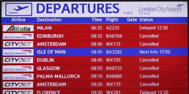 Una pantalla de información del aeropuerto de Londres, el pasado 6 de septiembre.