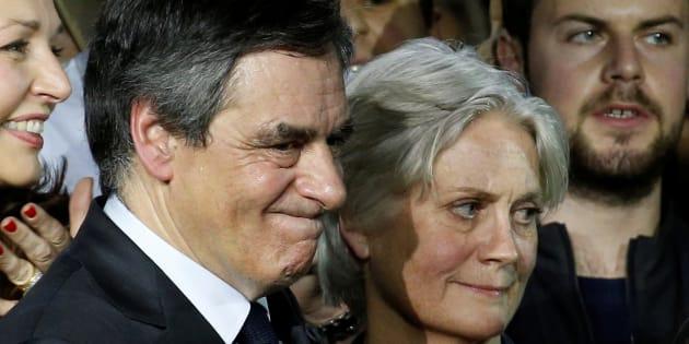 François Fillon réfléchirait à l'idée de rembourser les sommes payées à sa femme Penelope Fillon.
