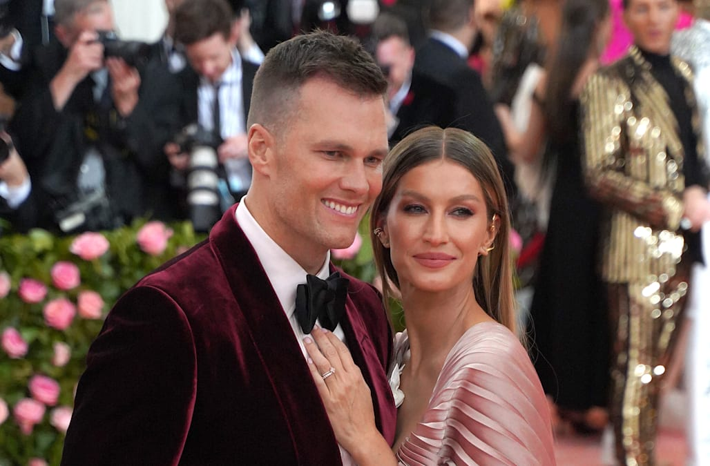 Tom Brady and Gisele Bündchen pack on the PDA during beach