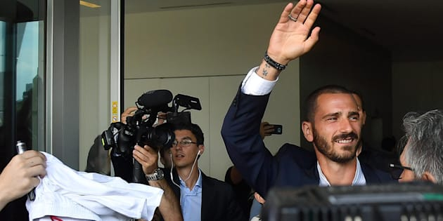 Italy defender Leonardo Bonucci waves as he comes out of the Ac Milan's offices in Milan, Italy, Friday, 14 July, 2017. Bonucci is close to completing a transfer from Juventus Fc to rival Ac Milan. ANSA/ DANIEL DAL ZENNARO