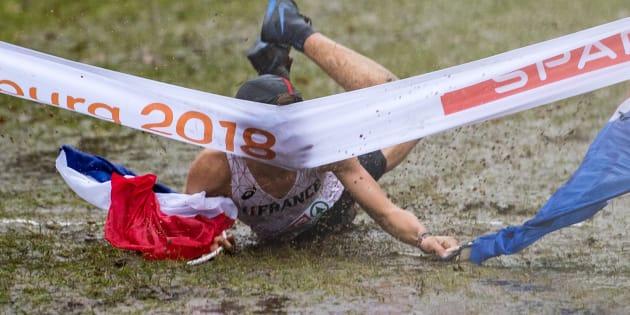 En tentant un dérapage sur les genoux, le coureur français de cross Jimmy Gressier a chuté la tête la première sur la banderole d'arrivée du championnat d'Europe espoirs qui se déroulait à Tilburg (Pays-Bas). Mais cet incident ne lui enlèvera pas son second titre de champion d'Europe espoirs de la discipline.