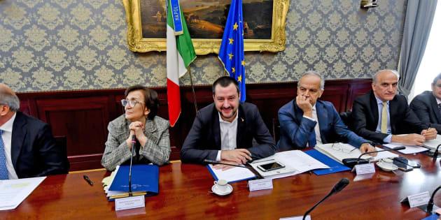 Tensioni a Napoli contro Salvini, ferito un manifestante. Il