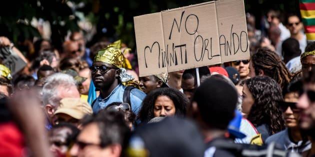 """Milano, 20 maggio9 2017. Marcia per i diritti dei migranti """"Nessuna persona è illegale"""""""