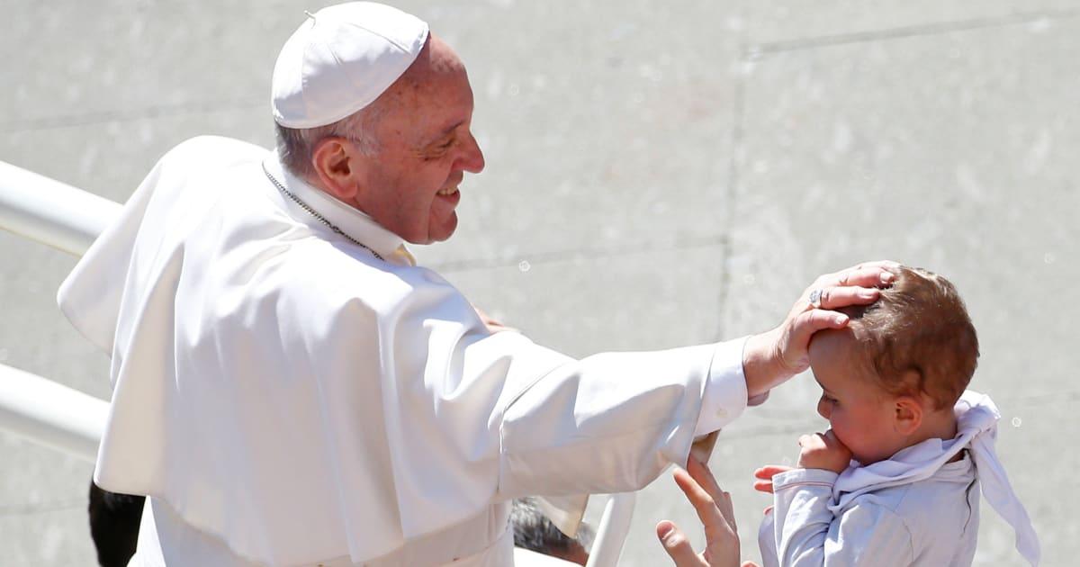 """Papa Francesco: """"Famiglia fondata sul matrimonio tra uomo e donna è essenziale e insostituibile"""""""