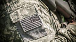 Un juge fédéral rejette l'interdiction de Trump pour le recrutement de militaires