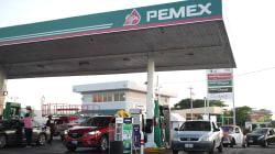 Profeco multa a 334 gasolineras por no vender 'litros de a