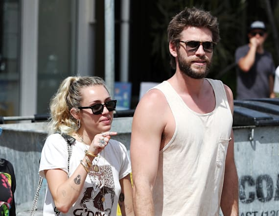 Miley Cyrus shows off her bikini body
