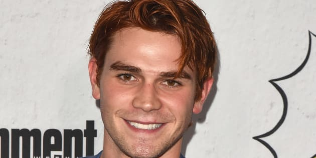 KJ Apa victime d'un accident de voiture — Riverdale