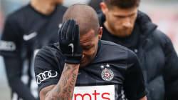 Everton Luiz enfrenta a otro rival más en la cancha, el