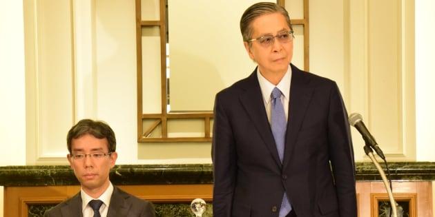 記者会見する内部調査委員の中井憲治弁護士