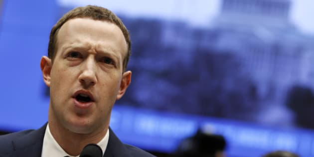 """Facebook, Mark Zuckerberg ai top manager: """"Siamo in gue"""