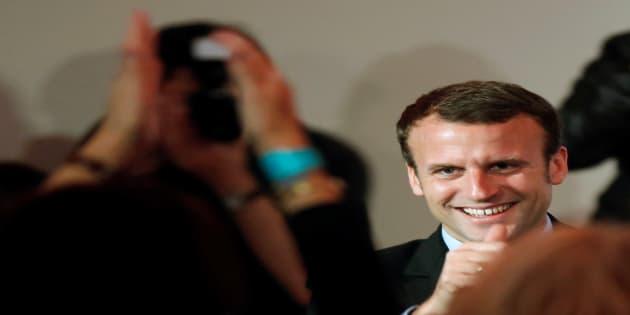 """Emmanuel Macron lors d'un meeting de son mouvement """"En Marche"""" à Paris le 5 novembre 2016. REUTERS/Jacky Naegelen"""