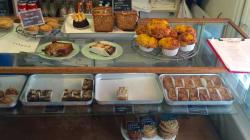 Uma tarde na confeitaria de Claire Ptak, quem vai fazer o bolo de casamento de Harry e