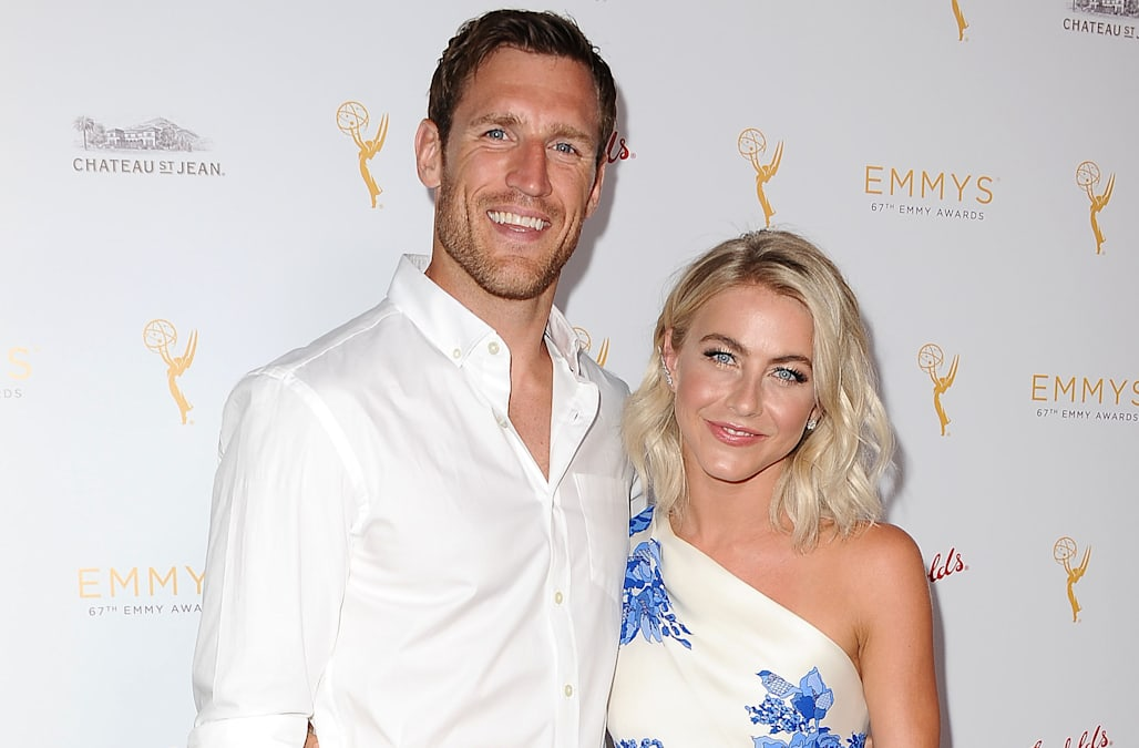 Julianne Hough S Wedding Party Bus Gets Stuck In A Ditch But That