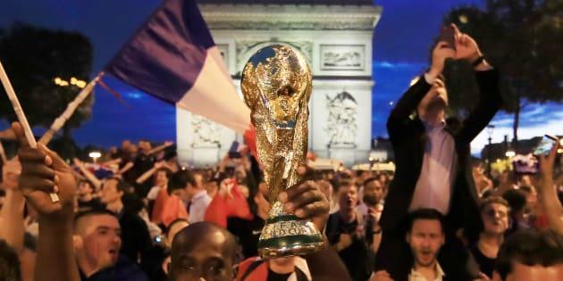 Comme des milliers de supporters, la totalité de la classe politique a salué le parcours de l'Equipe de France après sa victoire en demi-finale face à la Berlgique.
